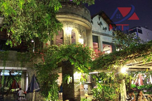 trang trí quán cà phê sân vườn 1