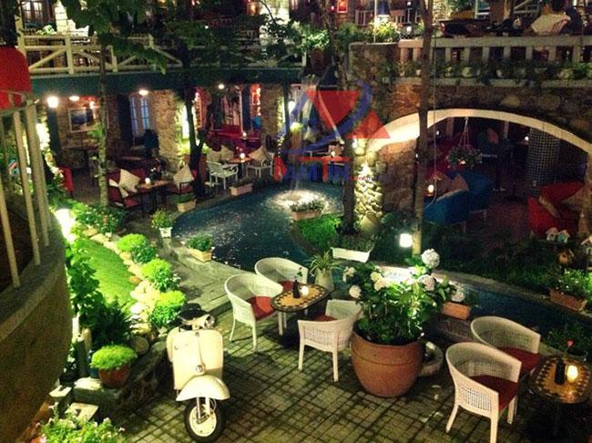 trang trí quán cà phê sân vườn 11
