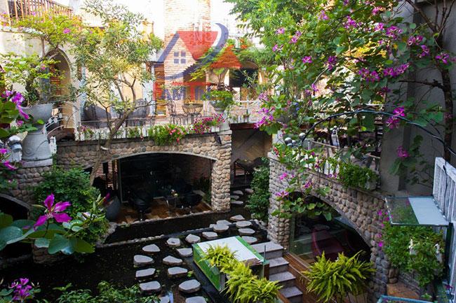 trang trí quán cà phê sân vườn 17