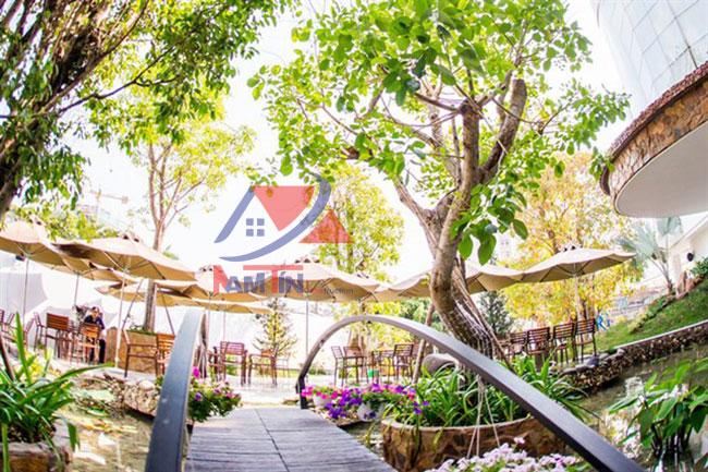 trang trí quán cà phê sân vườn 18