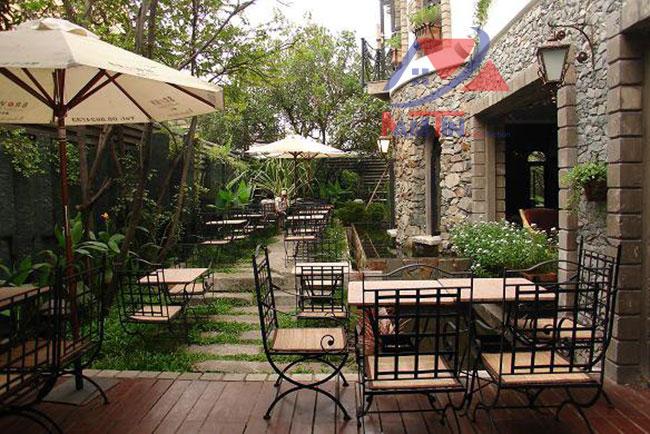 trang trí quán cà phê sân vườn 2