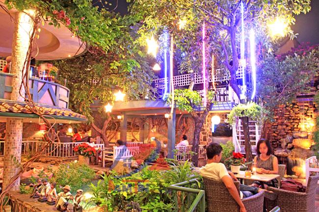 trang trí quán cà phê sân vườn 22
