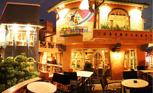 trang trí quán cà phê sân vườn 24
