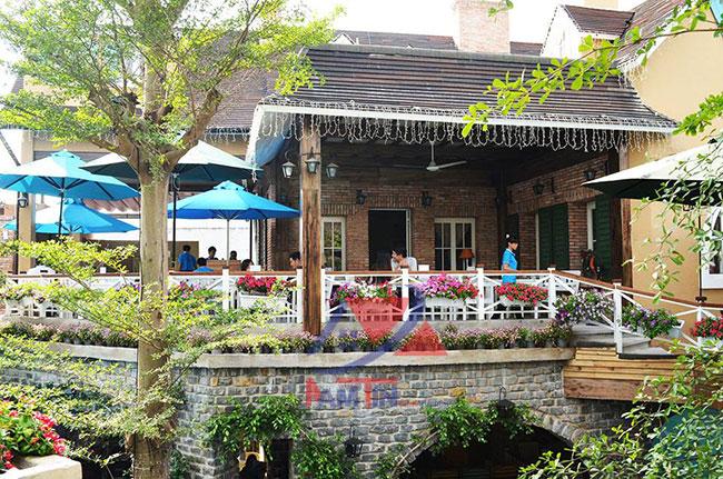 trang trí quán cà phê sân vườn 6