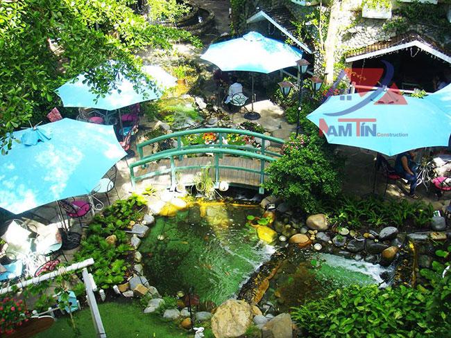 trang trí quán cà phê sân vườn 8